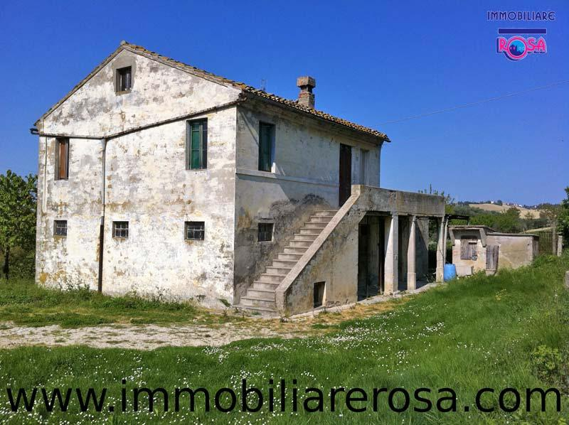 Italian country home with panoramic view 5km from the for Italian country homes