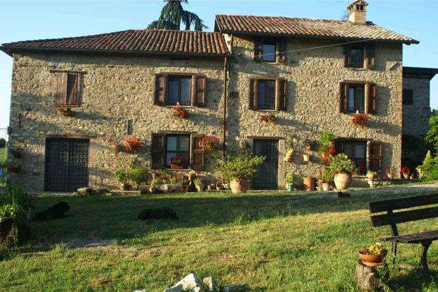 Italian country house 7 bedrooms and 250 acres of garden for Italian country homes